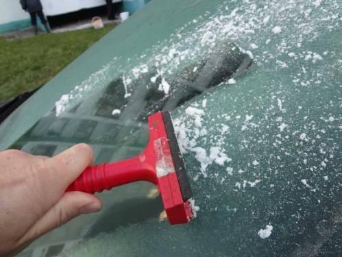 Как и чем отполировать лобовое стекло автомобиля